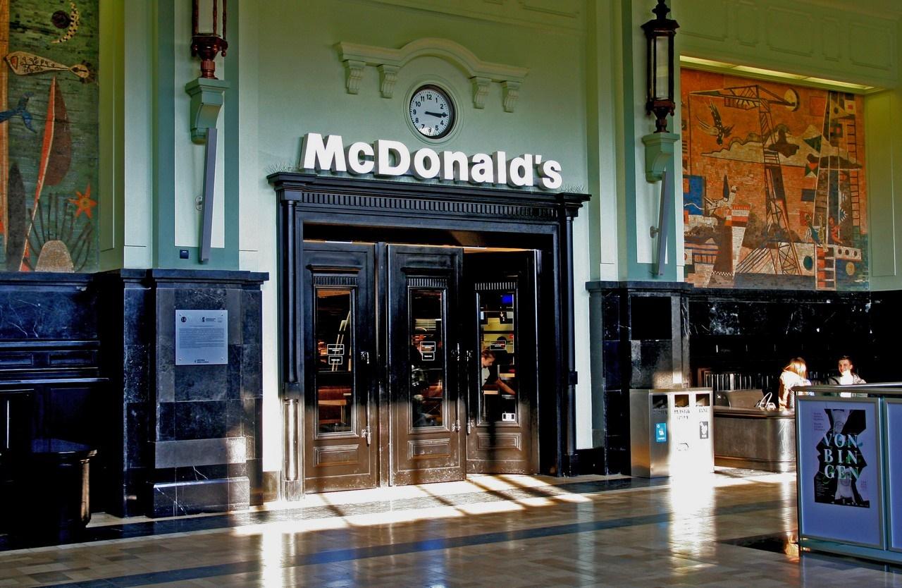 Restauracja McDonald's na Dworcu PKP w Gdyni